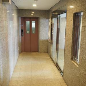 マイキャッスル代々木のエレベーターホール、エレベーター内
