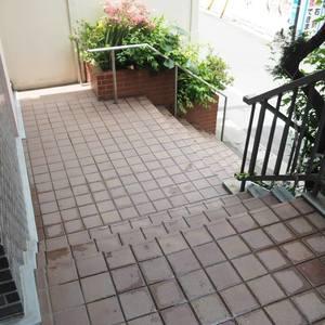 御苑パビリオンのマンションの入口・エントランス