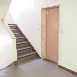 御苑パビリオン(6階,)のフロア廊下(エレベーター降りてからお部屋まで)