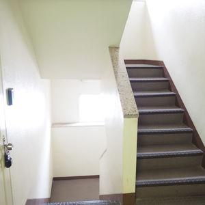 御苑パビリオン(6階,2998万円)のフロア廊下(エレベーター降りてからお部屋まで)