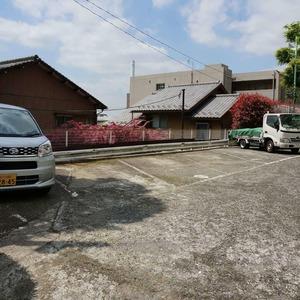 マンション目黒苑の駐車場