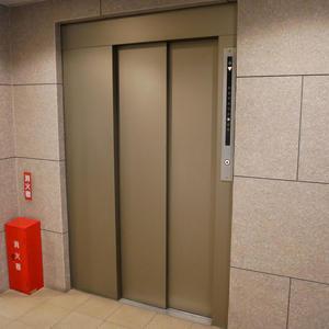 サンハイツ亀戸のエレベーターホール、エレベーター内