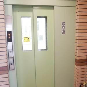 中銀亀戸マンシオンのエレベーターホール、エレベーター内