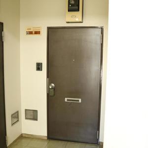 北大塚ハイツ(4階,)のフロア廊下(エレベーター降りてからお部屋まで)