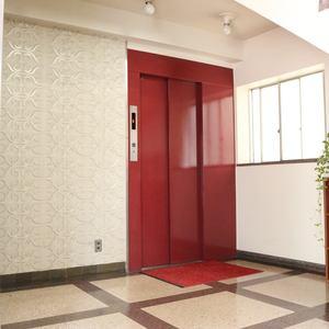 北大塚ハイツのエレベーターホール、エレベーター内
