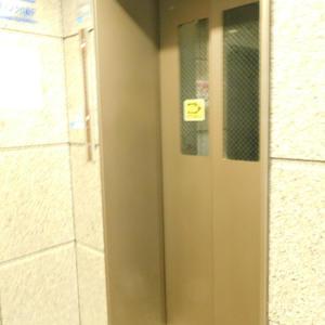 池袋西ハイムのエレベーターホール、エレベーター内