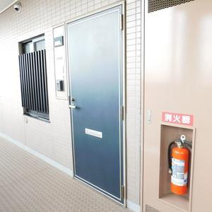 シーアイマンション池袋西(10階,4099万円)のフロア廊下(エレベーター降りてからお部屋まで)