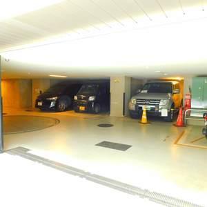日神パレステージ池袋西の駐車場
