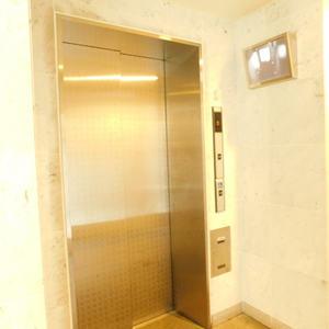 日神パレステージ池袋西のエレベーターホール、エレベーター内