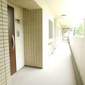 日神パレステージ池袋西(1階,)のフロア廊下(エレベーター降りてからお部屋まで)