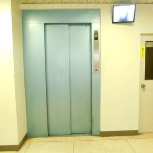 池袋パークハイツのエレベーターホール、エレベーター内