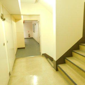 池袋パークハイツ(8階,2499万円)のフロア廊下(エレベーター降りてからお部屋まで)