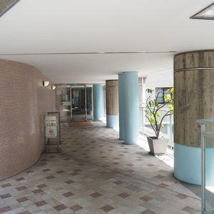 パークノヴァ神宮前のマンションの入口・エントランス
