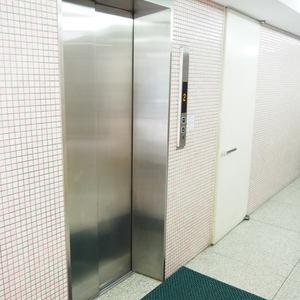 パークノヴァ神宮前のエレベーターホール、エレベーター内