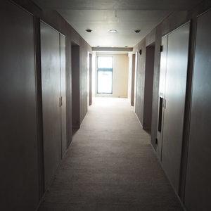 パークノヴァ神宮前(2階,4680万円)のフロア廊下(エレベーター降りてからお部屋まで)