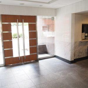 クローバー六本木のマンションの入口・エントランス