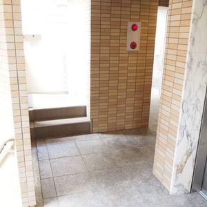 クローバー六本木のエレベーターホール、エレベーター内