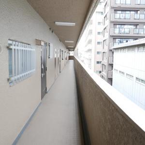 ルミネ木場公園(5階,)のフロア廊下(エレベーター降りてからお部屋まで)