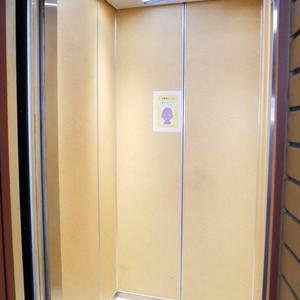 ルミネ木場公園のエレベーターホール、エレベーター内