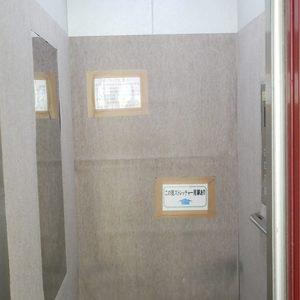 東建ニューハイツ元加賀のエレベーターホール、エレベーター内