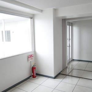 東建ニューハイツ元加賀(10階,4580万円)のフロア廊下(エレベーター降りてからお部屋まで)