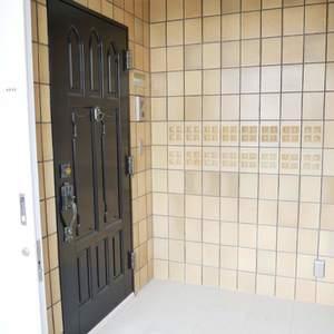 ラクール木場(8階,)のフロア廊下(エレベーター降りてからお部屋まで)