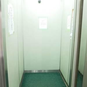 ラクール木場のエレベーターホール、エレベーター内