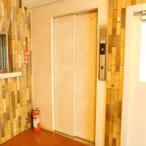 GSハイム目白のエレベーターホール、エレベーター内