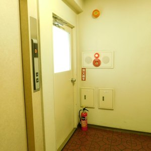 GSハイム目白(3階,)のフロア廊下(エレベーター降りてからお部屋まで)