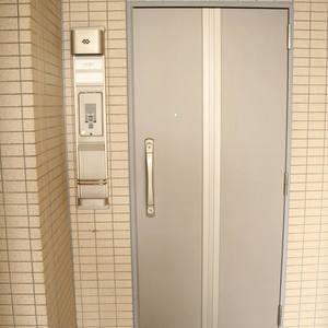 フォルティア文京千石(11階,)のフロア廊下(エレベーター降りてからお部屋まで)