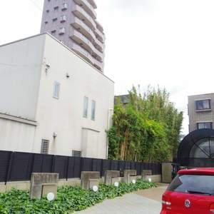 ハイネス東中野プリメールの駐車場
