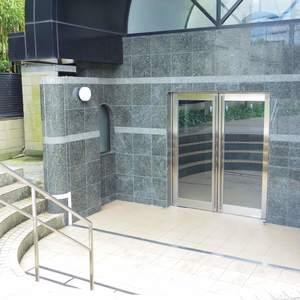 ハイネス東中野プリメールのマンションの入口・エントランス