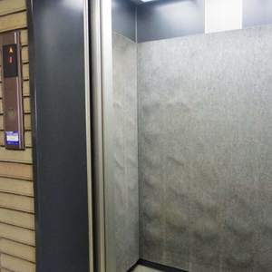 ハイネス東中野プリメールのエレベーターホール、エレベーター内
