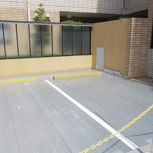 ヒルズ中野坂上新都心グランステージの駐車場