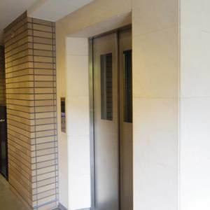 ヒルズ中野坂上新都心グランステージのエレベーターホール、エレベーター内