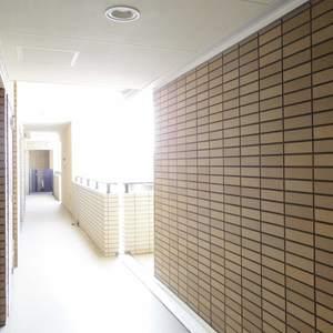 ヒルズ中野坂上新都心グランステージ(4階,)のフロア廊下(エレベーター降りてからお部屋まで)