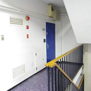 塔の山ハイツ(4階,)のフロア廊下(エレベーター降りてからお部屋まで)