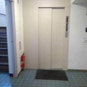 中落合東豊エステート(3階,3840万円)のフロア廊下(エレベーター降りてからお部屋まで)