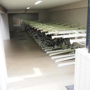 パレステュディオ六本木イースト2の駐輪場