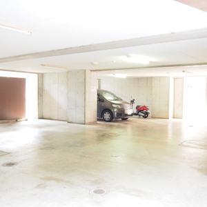 ベルメゾン六本木タワーズの駐車場