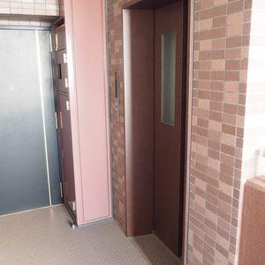 ベルメゾン六本木タワーズのエレベーターホール、エレベーター内