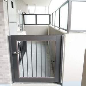 ライオンズマンション錦糸町親水公園第2(2階,4190万円)のフロア廊下(エレベーター降りてからお部屋まで)