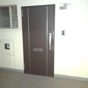 高田馬場住宅(11階,3690万円)のフロア廊下(エレベーター降りてからお部屋まで)
