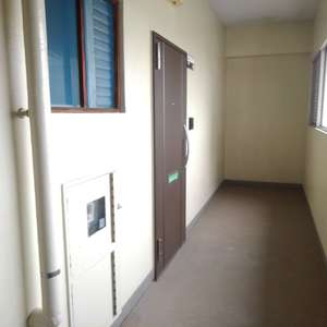 高田馬場住宅(7階,3399万円)のフロア廊下(エレベーター降りてからお部屋まで)