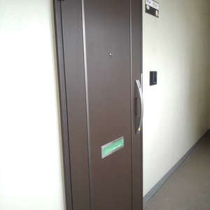 高田馬場住宅(7階,3199万円)のフロア廊下(エレベーター降りてからお部屋まで)