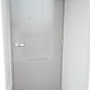 ライオンズマンション錦糸町第2(9階,3680万円)のフロア廊下(エレベーター降りてからお部屋まで)