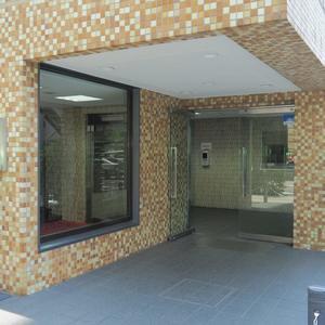 ライオンズマンション初台第2のマンションの入口・エントランス