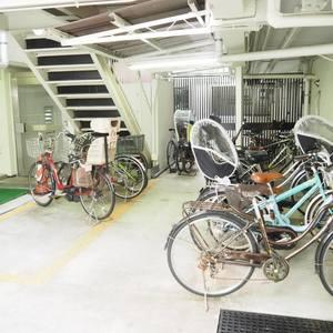ヴィラロイヤル代々木の駐輪場