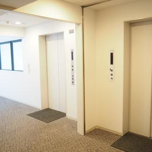アクシア青山のエレベーターホール、エレベーター内