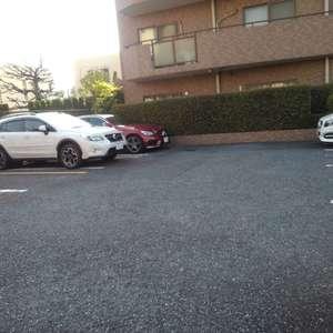 朝日クレスパリオ西落合の駐車場